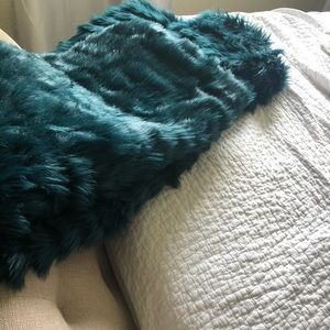 Faux fur teal throw- never used